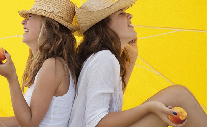 I 6 alimenti che proteggono la nostra pelle dal sole