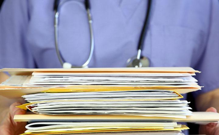 Cartella clinica incompleta: in caso di evento dannoso scatta la prova presuntiva a sfavore del medico