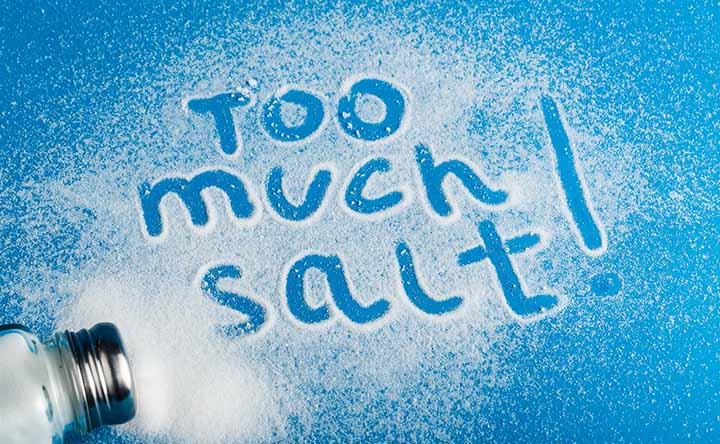 Come mantenere basso l'apporto di sale