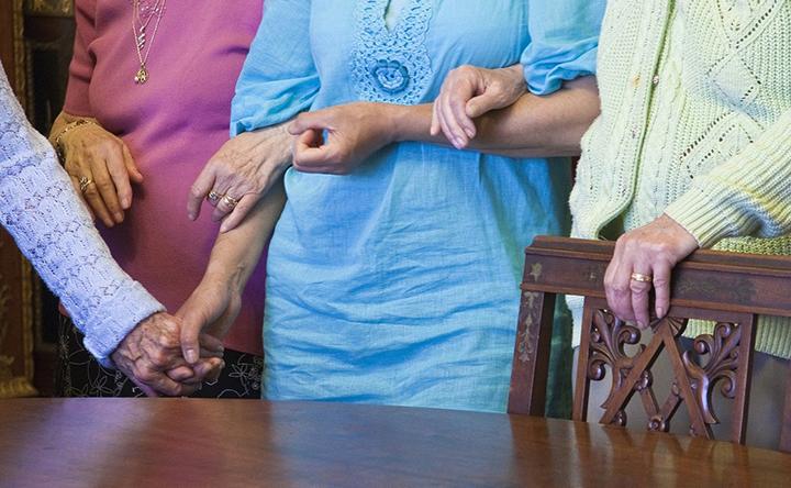 Le donne portano il peso della crisi globale della Demenza