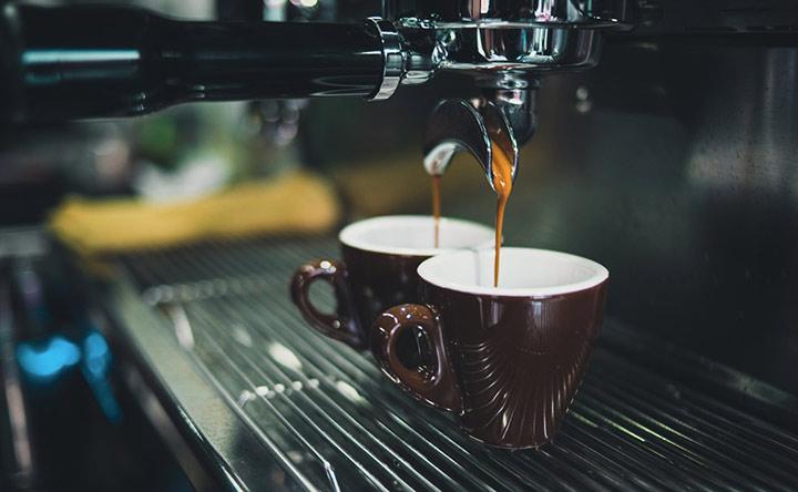 Due tazzine di caffè al giorno: una protezione contro il tumore al colon-retto