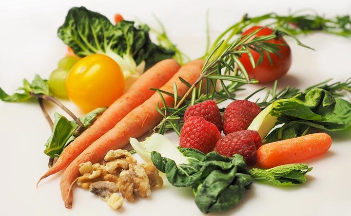 Sclerosi multipla: i benefici della dieta a basso contenuto proteico e di grassi animali