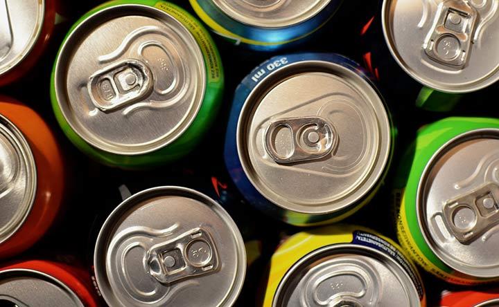 Bevande energizzanti: possibili rischi per la salute dei più giovani